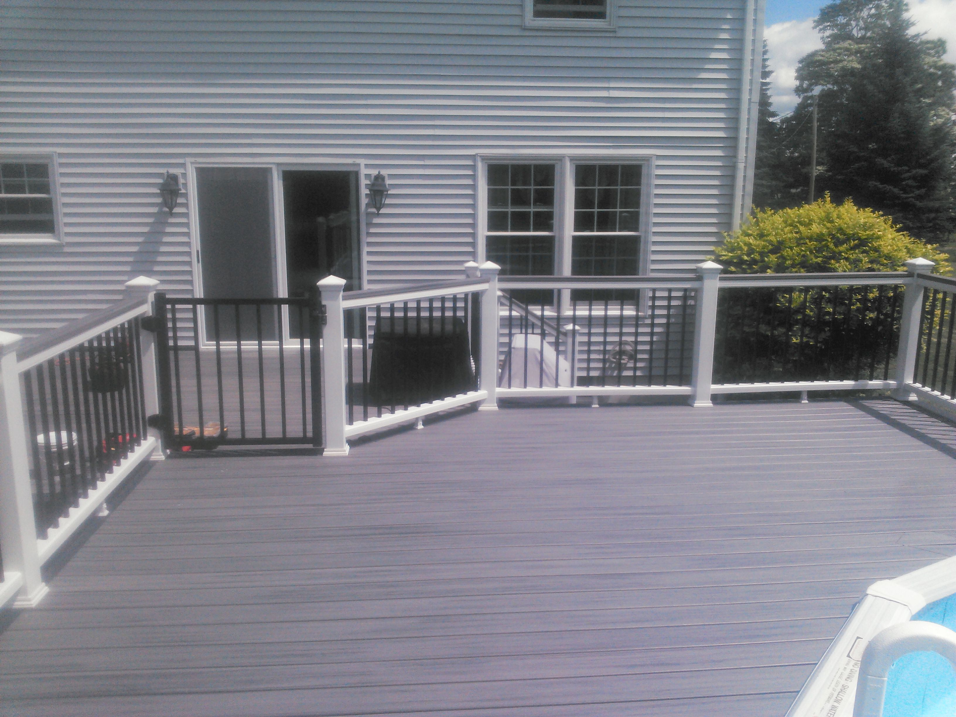 Trex deck railing binghamton ny snow 39 s building for Building a composite deck